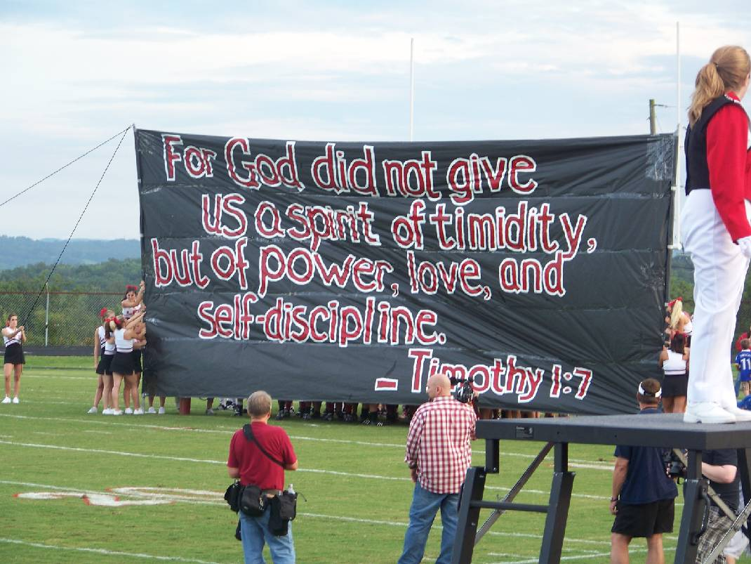 Cheerleaders' religious signs draw fire | Times Free Press