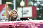 Lauren Alaina Suddeth wows at home