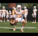 Tennessee Vols' Devrin Young learns on fly