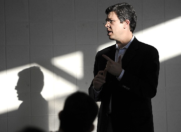 Senator Andy Berke (D-Chattanooga) speaks at a town hall meeting in Chattanooga, Tenn., in this file photo.