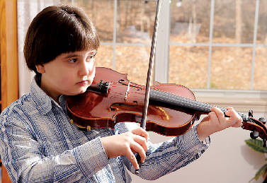 8-year-old violin prodigy follows family tradition | Times