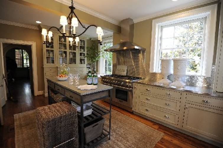 Interior Designer Cynthia Mitchell And Kitchen Designer Jackie Howard  Recently Redesigned The Kitchen Of A Battery Place Home In Chattanooga,  Tenn.
