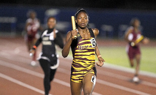 Howard's LaQuisha Jackson runs the final leg of the 4x200 relay during Spring Fling in Murfreesboro, Tenn., on Thursday.