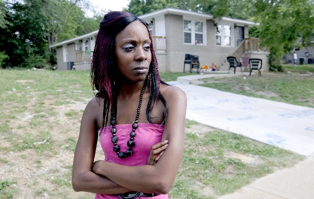 "Sharda Stoudemire talks Tuesday about the shooting of her boyfriend, Melvin ""Brando"" Fennell, on Arlington Avenue."