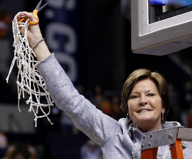 Tennessee coach Pat Summitt announced Tuesday she has early onset dementia.