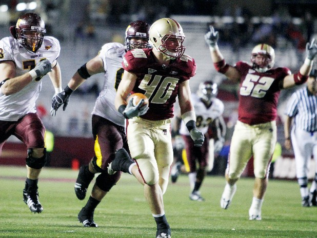 Boston College's Luke Kuechly  (40) runs the ball in for a touchdown after an interception in the fourth quarter of an NCAA college football game against Central Michigan, Saturday, Oct. 31, 2009, in Boston. Boston College won 31-10. (AP Photo/Michael Dwyer)