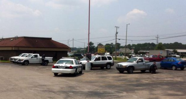 Chattanooga police on the scene of a robbery in progress at a Checks for Cash business on Jersey Pike.