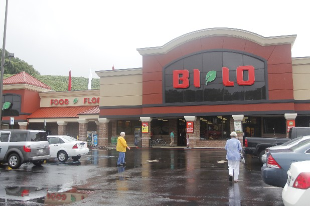 Shoppers enter the recently remodeled Bi-Lo store at 3600 Hixson Pike. The Rivermont store is the newest Bi-Lo unit in the Chattanooga region to be updated.