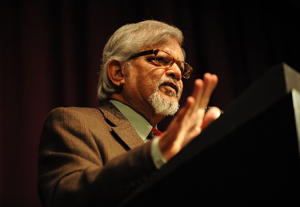 Dr. Arun Gandhi, the grandson of Indian peace advocate Mahatma Gandhi, speaks in 2009 to students at Chattanooga State about nonvioence.