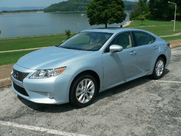 Lexus expects sales of it's new ES 300h hybrid sedan to account for up to 25 percent of ES models sold. 