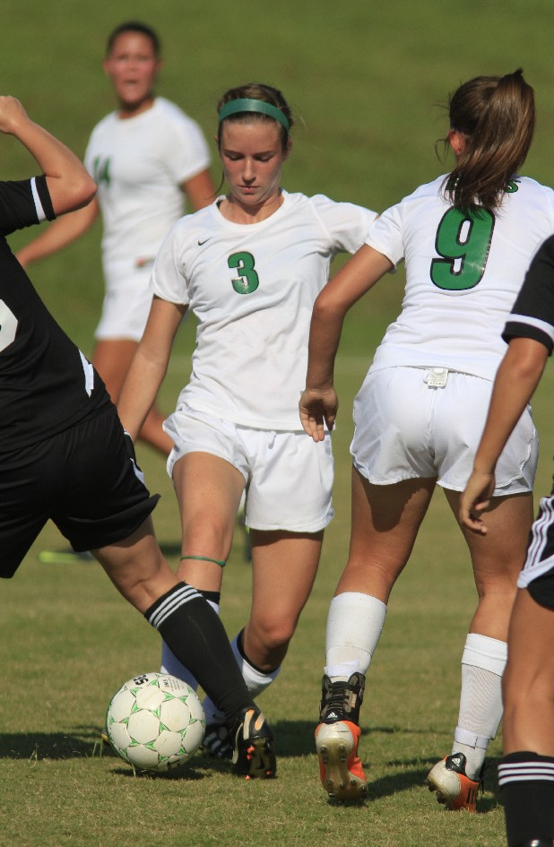 East Hamilton's Chandler Smith (3) passes to teammate Nicole Ford (9).