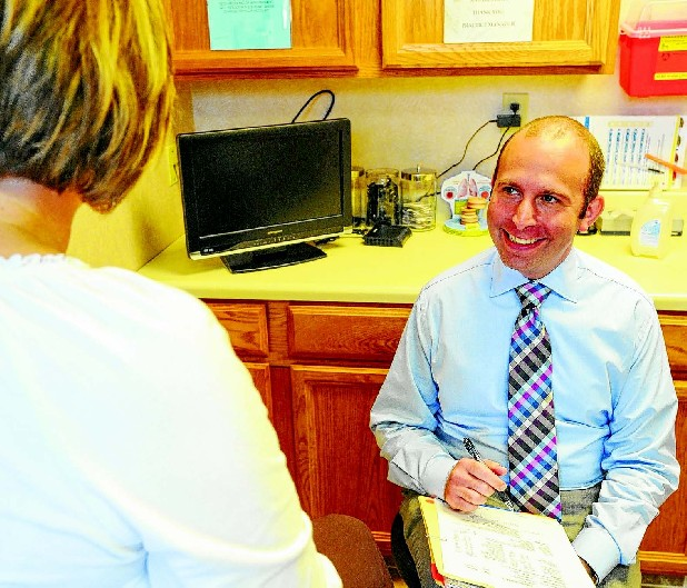 Dr. Todd Levin discusses treatment options with a patient at Chattanooga Allergy Clinic.