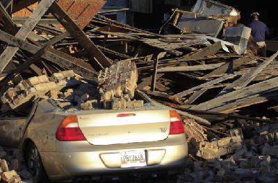 Chattanooga: Building collapses on M L  King Boulevard this