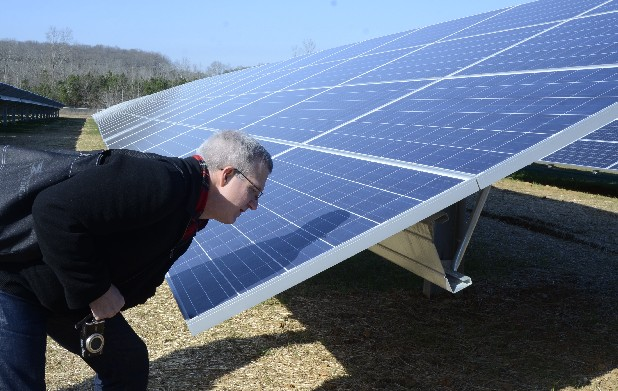 John Voelcker, editor of HighGear Media, gets a closer look at the solar panels at Volkswagen's new solar park.