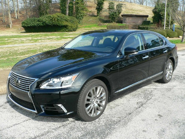 The new Lexus LS 460 is the brand's flagship sedan and includes the new spindle grille, the signature of the line.