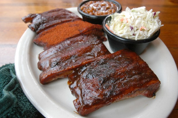 A plate of Sticky Fingers' ribs.