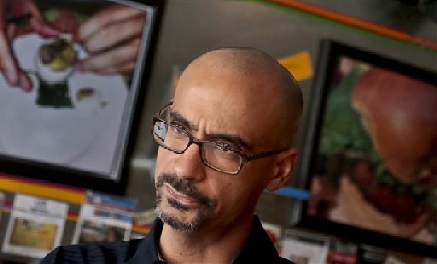 the narrators view of love and loss in this is how you lose her a book by junot diaz Junot diaz (this is how you lose her  her stunning new novel about love, loss and the ambiguities of existence told from the point of view of four narrators,.