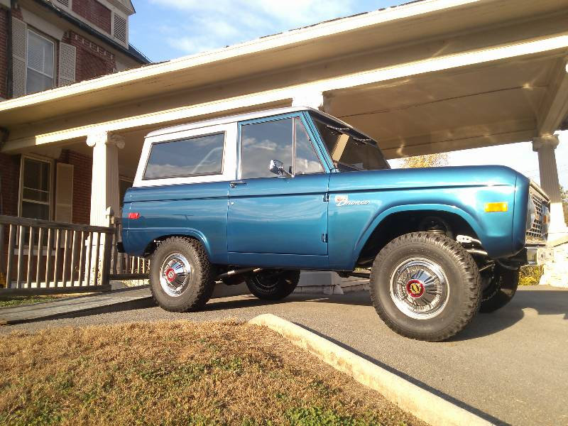 Restoration Job Put On Display Chattanooga Bronco Featured In Las - Car show displays for sale