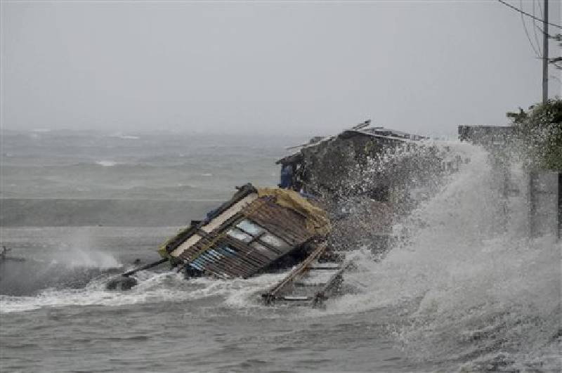 One Of World S Strongest Storms Hits Philippines Killing At Least 4 Chattanooga Times Free Press
