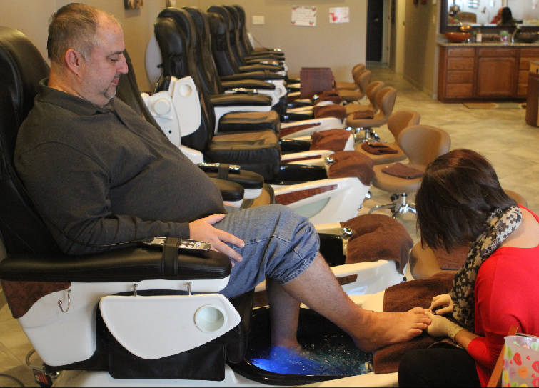 Groomed to perfection: More men opting for manis, pedis, facials in ...
