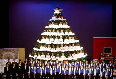 Singing Christmas Tree.Chattanooga Boys Choir Singing Christmas Tree Starts Second