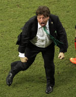Mexico's coach theatrical style excites World Cup
