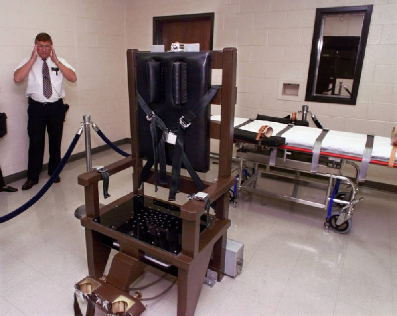 ... at Riverbend Maximum Security Institution in Nashville gives a tour of the prisonu0027s execution chamber on Oct. 13 1999. Both the electric chair and the ... & Death row inmates sue to stop electric chair u0027tortureu0027 in Tennessee ...