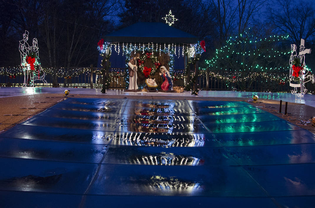 the houses on helton hill east ridge family compounds display draws visitors from around the region times free press - Christmas Lights Chattanooga