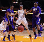 Harrison sparks No. 5 Lady Vols to 75-58 victory over LSU