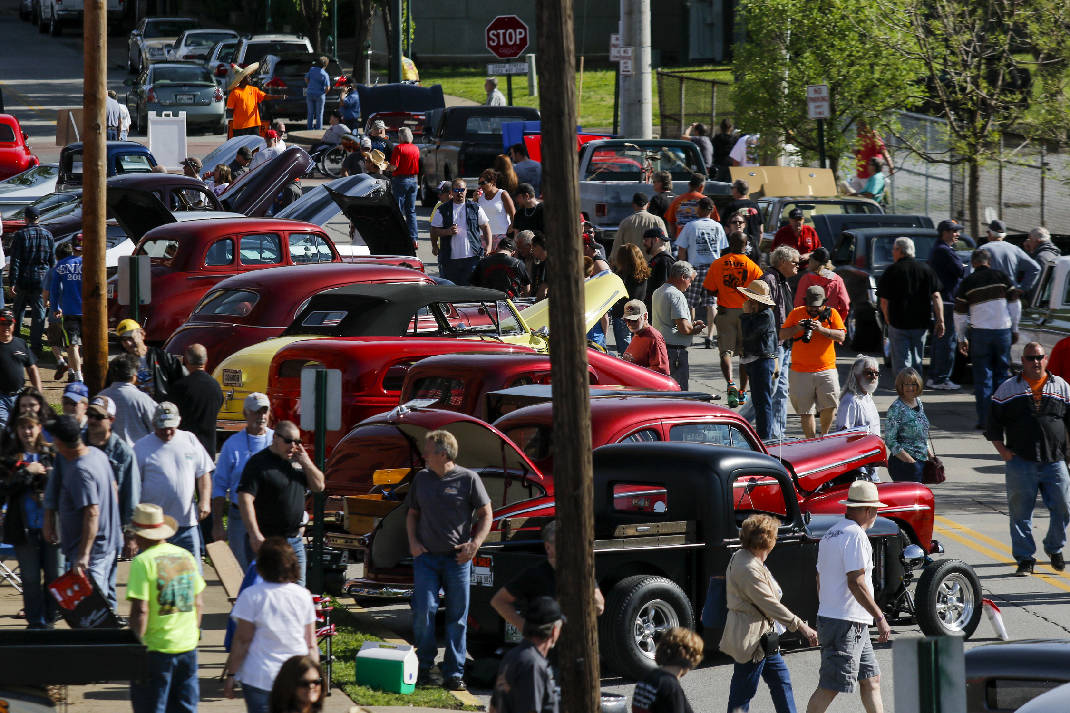 Thousands Cruisein To Chattanooga For Annual Car Show Times - Cruise car show
