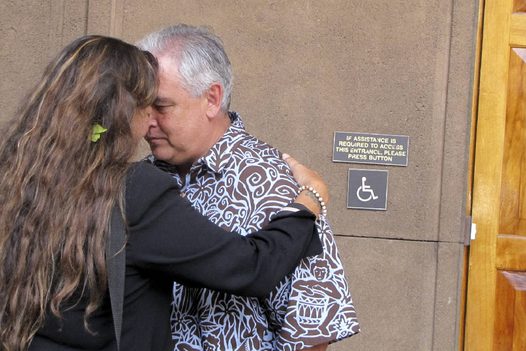Telescope opponents deliver petition to governors office times david iges chief of staff greets mauna kea telescope opponent kealoha pisciotta using honi a traditional hawaiian forehead to forehead greeting m4hsunfo