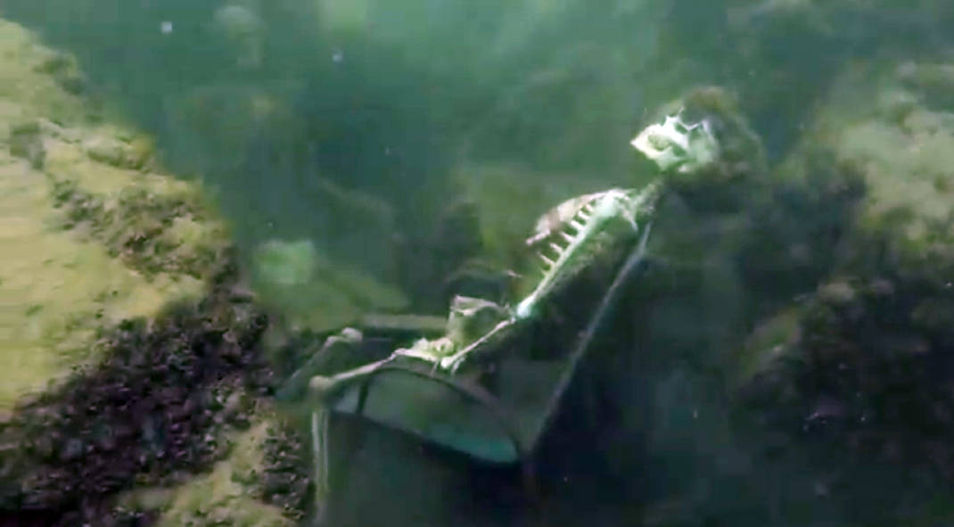 Fake skeletons in lawn chairs frighten Colorado River snorkeler