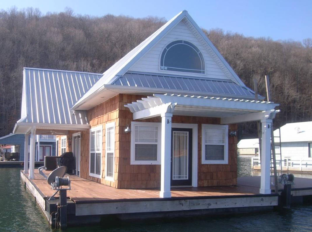 TVA bans new floating homes, but allows existing homes to