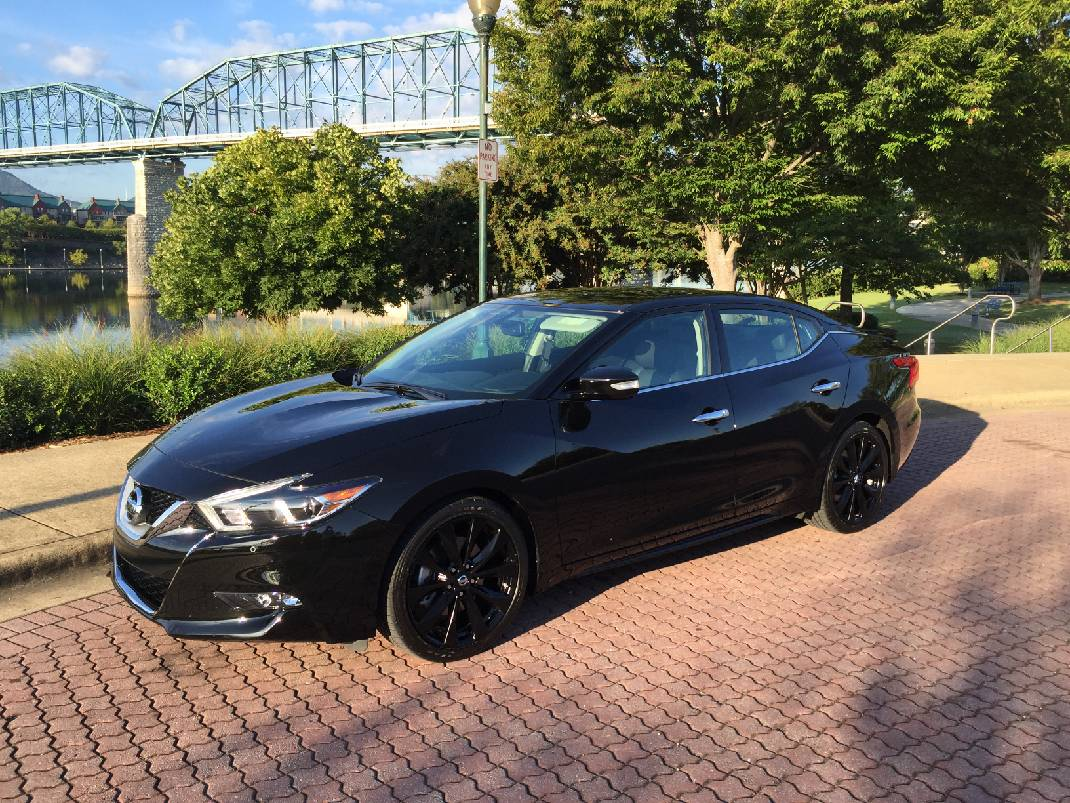 full review of nissan 39 s 2017 maxima sr midnight edition. Black Bedroom Furniture Sets. Home Design Ideas