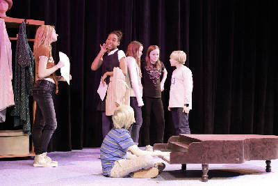 A Charlie Brown Christmas Play.Youth Actors Bring A Charlie Brown Christmas To Life At