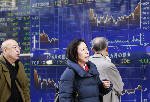 Asian shares mixed as US job data adds to case for Fed hikes