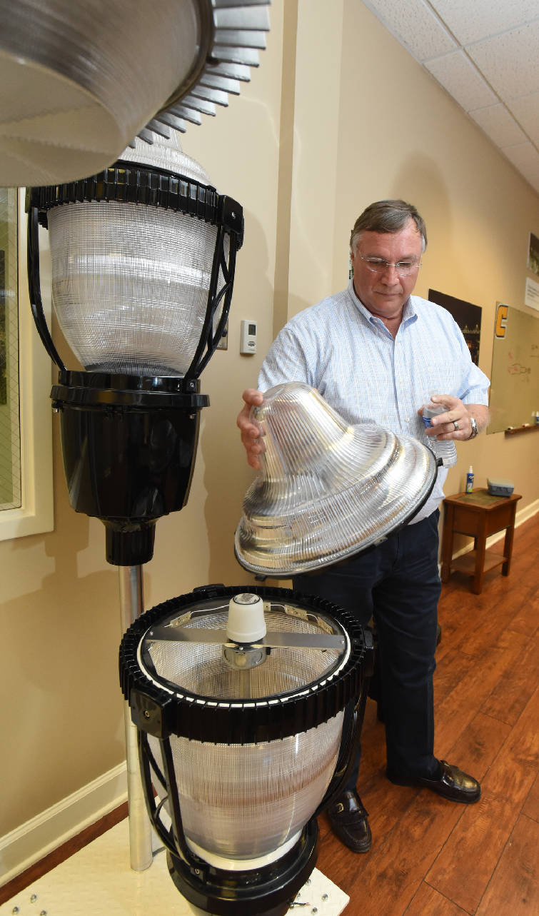 Global Green Lighting President u0026 CEO Don Lepard talks about his companyu0027s lights June 7 2016.  sc 1 st  Chattanooga Times Free Press & Streetlights spark debate over Andy Berkeu0027s handling of city ...
