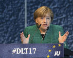 Merkel supports German coalition with Greens, Free Democrats