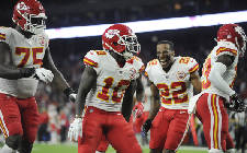 5-at-10: Monster takeaways from Rams-Chiefs, NFL Power Poll, Hill's second chance, Rushmore of non-Saban college football coaches