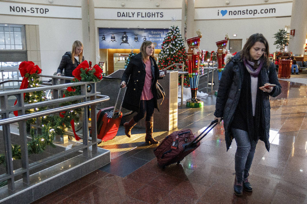 Chattanooga airport grapples with soaring passenger traffic times ines palacios right bethany smisson center and emily mauermann step off an escalator while traveling through the chattanooga metropolitan airport malvernweather Images