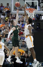Season-ending loss doubly painful for Vols' Kyle Alexander