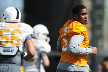 sports shoes 35b8c 65a72 Kyle Phillips earning trust of new Tennessee football staff ...