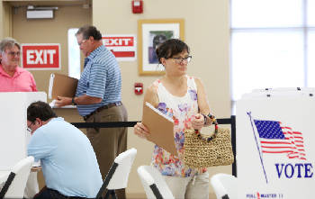 Pace 'steady' on first day of early voting [photos]