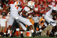 Vols' Jeremy Banks works with linebackers
