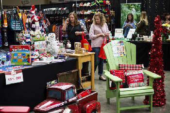 HoHo Expo offers one-stop holiday shopping