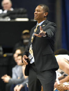 Mocs hoops sign two in early period