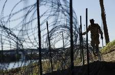 Migrants won't see armed US soldiers on border
