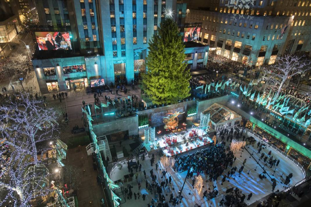 Sprucing Up Nyc Rockefeller Center Lights Christmas Tree Chattanooga Times Free Press
