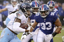 Titans beat Giants, keep playoff hopes alive