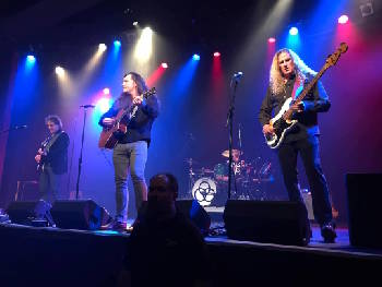 The Signal features Led Zeppelin tribute band